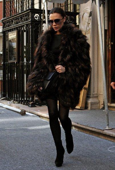 Виктория Бекъм със страхотно кожено палто през зимата