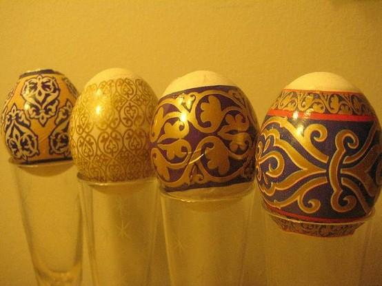 Великденски яйца украсени със злато