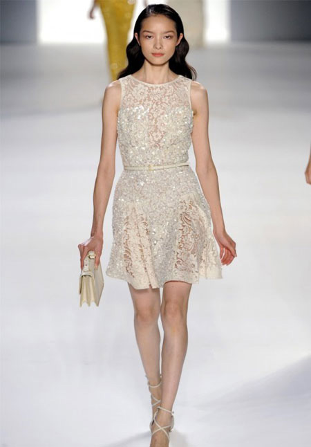 Къса мръсно бяла дантелена рокля Elie Saab пролет 2012