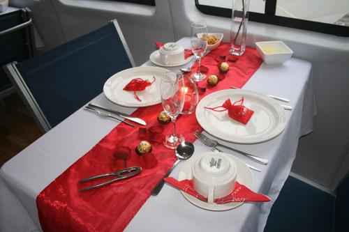 Красива маса за вечеря на Свети Валентин