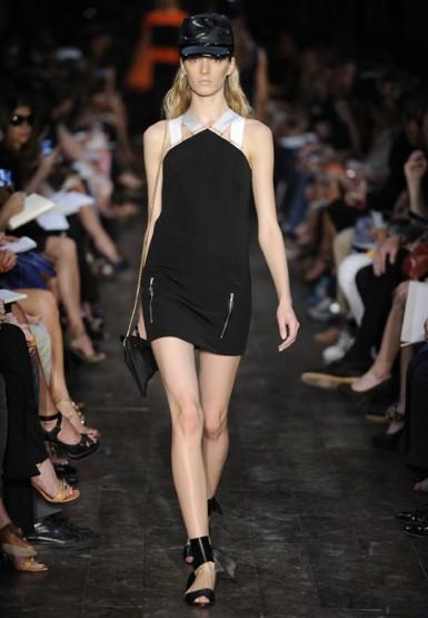 Черна къса рокля със светли презрамки Victoria Beckham Пролет-Лято 2012