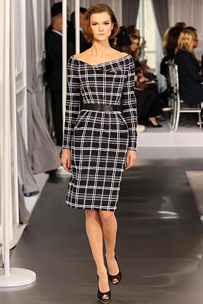 Права рокля до коленет с широко деколте каре черно и бяло Haute Couture на Dior за Пролет-Лято 2012