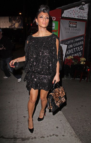 Никол Шерцингер в бляскава къса рокля