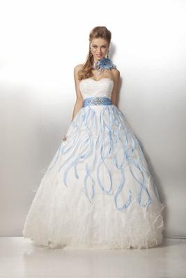 Бални рокли 2012 принцеса в бяло със сини елементи 2012