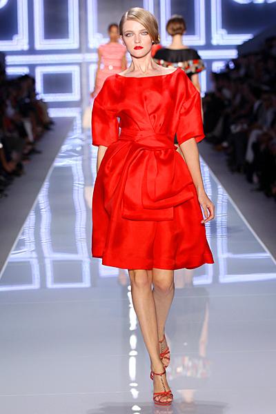 Оранжева разкроена рокля с къс ръкав с голяма панделка Dior Пролет-Лято 2012