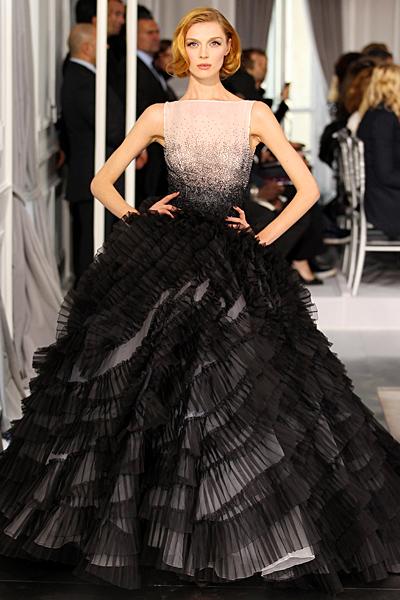 Бална рокля с бежова горна част и черна пола на волани Haute Couture на Dior за Пролет-Лято 2012