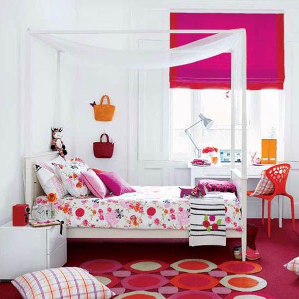Детска стая за момиче с бели стени и контрастни розови акценти