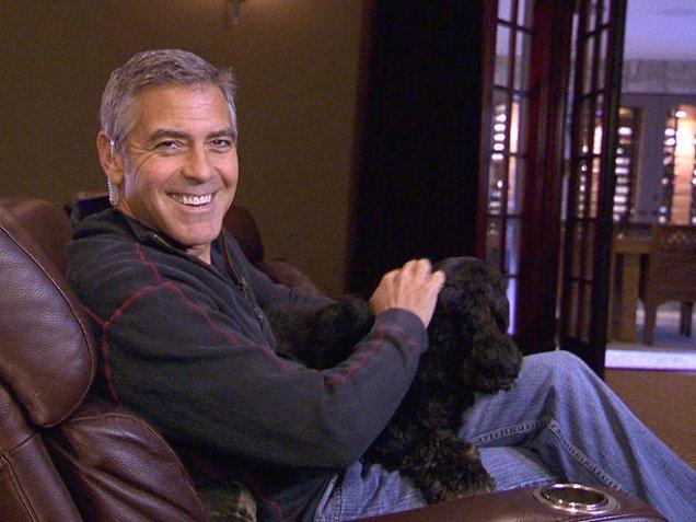 Джордж Клуни с куче