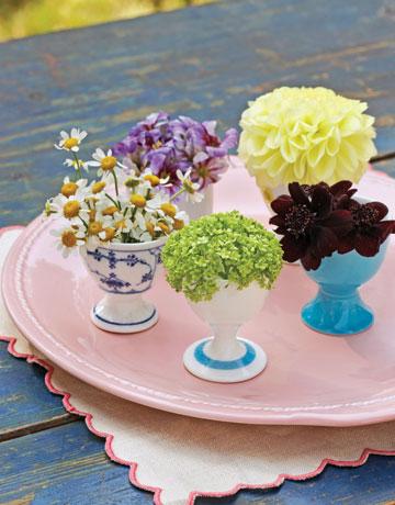 Декорация за маса с миниатюрни букетчета