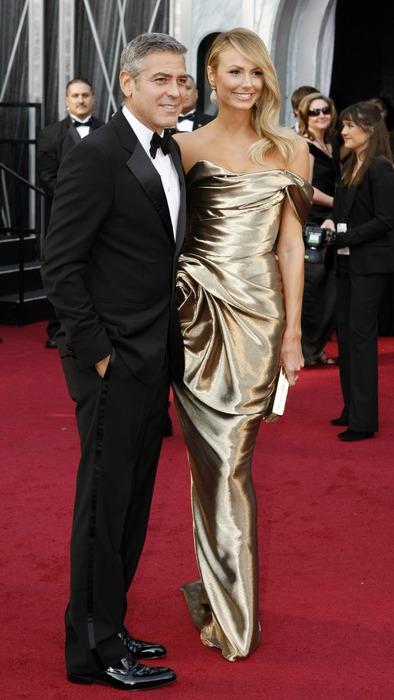 Стейси Киблър в златиста рокля Marchesa и Джордж Клуни Оскари 2012
