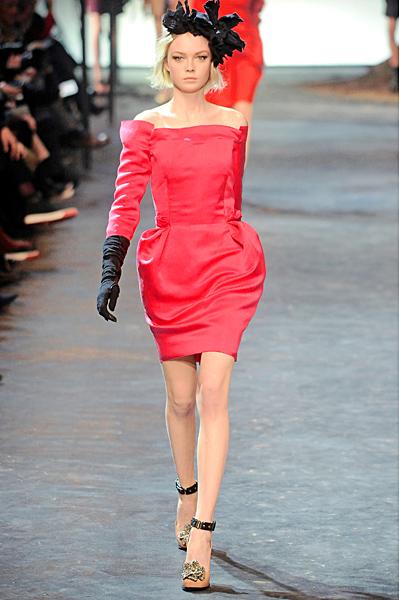 Розова рокля с паднали рамене с бричове Lanvin Есен-Зима 2011