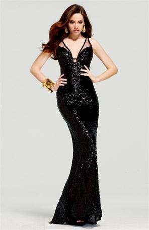 0a1166289e4 Дълга черна рокля с предизвикателно деколте силует русалка за бал 2012