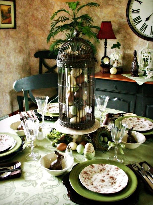 Изискана украса на масата за Великден в тъмни цветове