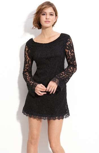 Черна къса рокля с дълъг ръкав дантела на цветя есен-зима 2011