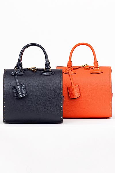 Кожени чанти тип куфарче в черно и оранжево Loewe Есен-Зима 2011
