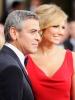 Джордж Клуни (в Armani) и Стейси Киблър (в червена рокля Valentino)