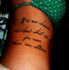 Татуировка отстрани на тялото надпис