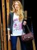 Блейк Лайвли в ежедневен стайлинг с чантичка Chanel