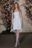 Къса булчинска рокля със сини украшения Oscar de la Renta пролет 2012