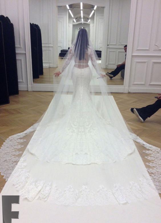 Сватбената рокля на Ким Кардашиян