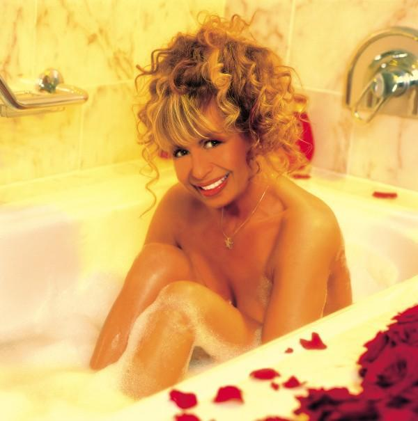 Лили Иванова гола във ваната
