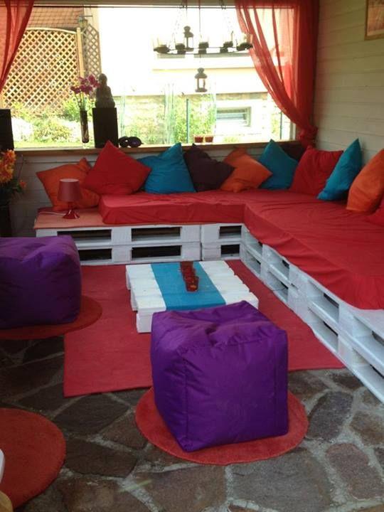 Ъглов диван от градински мебели от стари палети