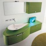 Баня със зелено шкафче под мивката
