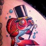 Цветна татуировка риба с шапка и бастун