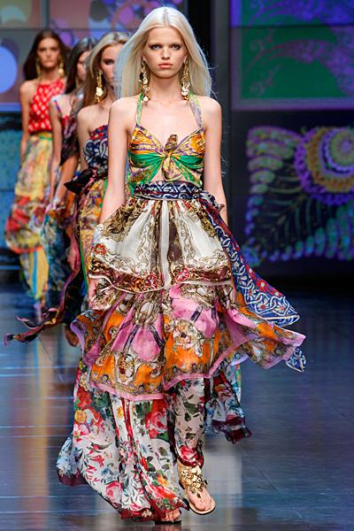 Дълга рокля с шарки тип шалове D and G пролет-лято 2012