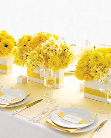 Декор за маса в бяло и жълто