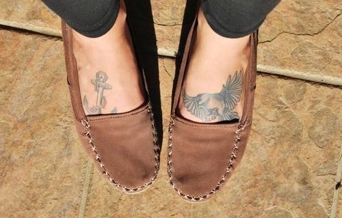 Татуировки в предната част на ходилата