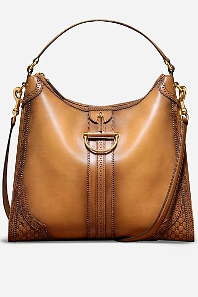 бежова чанта на Gucci