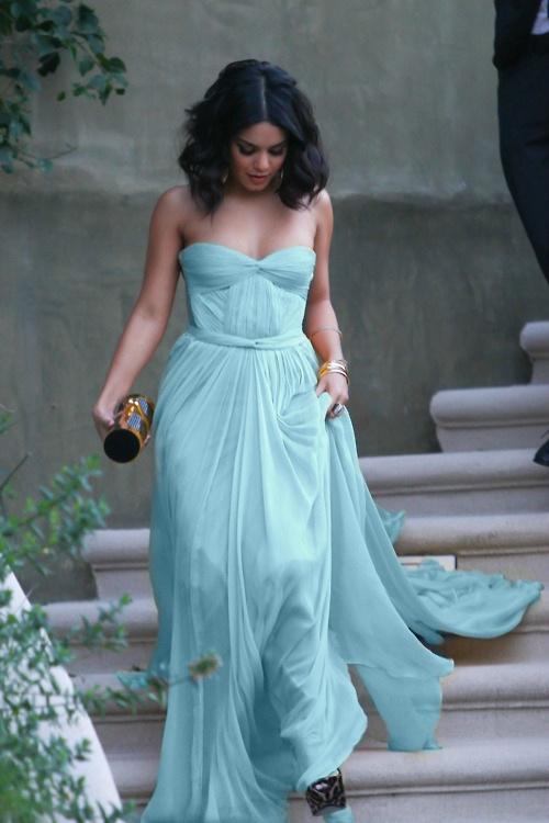 Ефирна дълга рокля  без презрамки в цвят блед тюркоаз