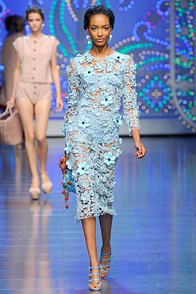 Нежна рокля дантела в светло синьо Dolce and Gabbana Пролет-Лято 2012