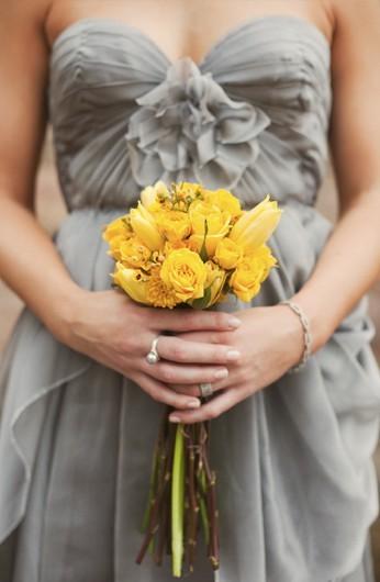 Сватбен букет с жълти цветя