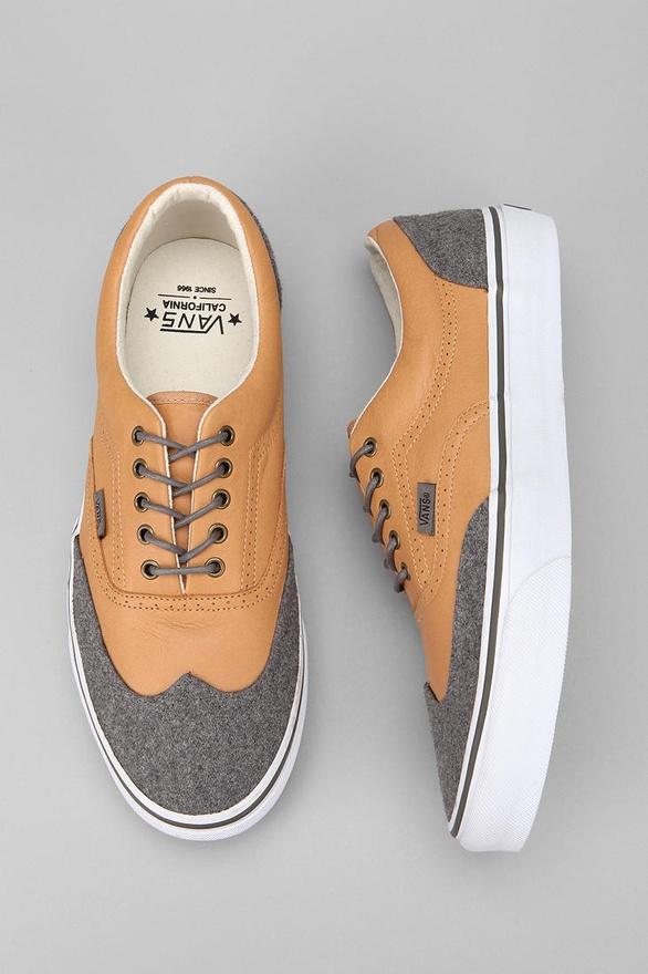 Спортни светло кафяви обувки със сиви муцунки