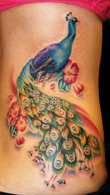 Цветна татуировка паун