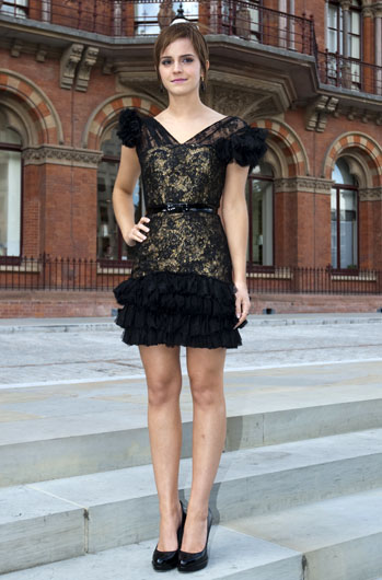 Ема Уотсън в мини дантелена рокля Hermione Haute