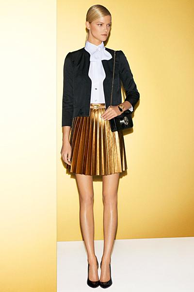 Златиста плисирана пола до коляно с риза и сако Gucci 2012