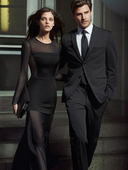 Ашли Грийн в дълга елегантна черна рокля DKNY есен 2012