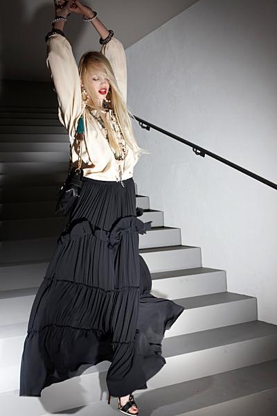 Дълга черна пола с волани и бяла блуза Ваканционна колекция Lanvin 2012