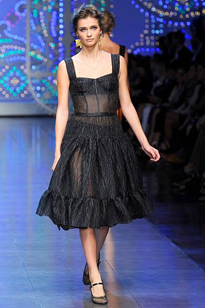 Черна разкроена рокля с широки презрамки Dolce and Gabbana Пролет-Лято 2012
