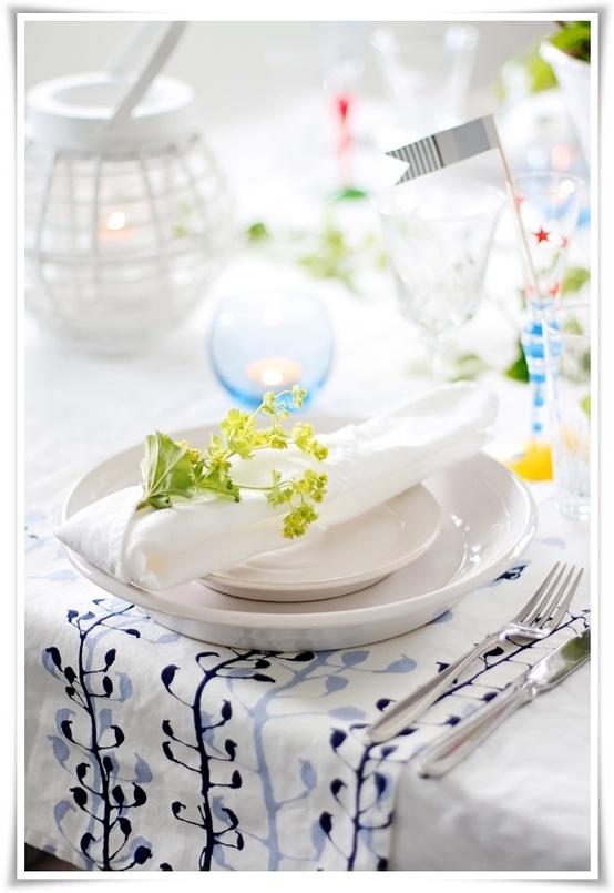 Нежна лятна декорация за маса в бяло