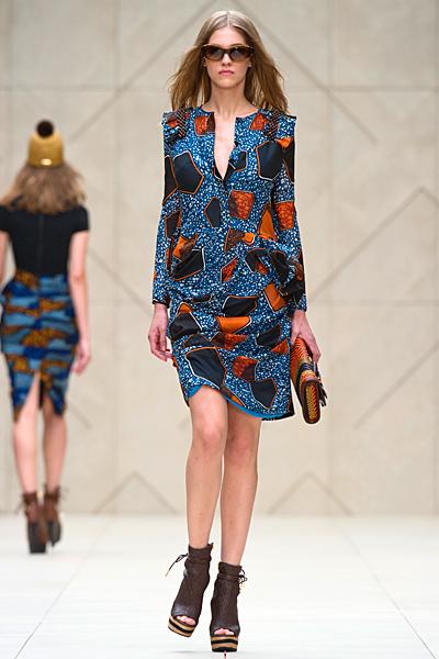 Семпла рокля в синьо на големи жълти и кафяви петна Пролет-Лято 2012 Burberry