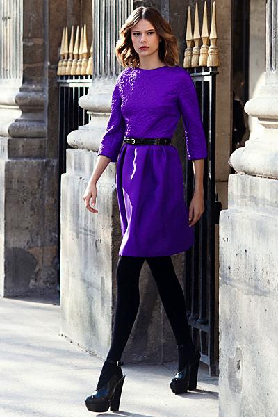 Лилава свободна рокля с колан в кръста Dior Предесенна колекция 2012