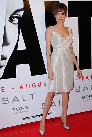 Анджелина Джоли в секси рокля от Pamella Roland