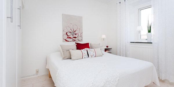 Малък и свеж апартамент - спалня в бяло