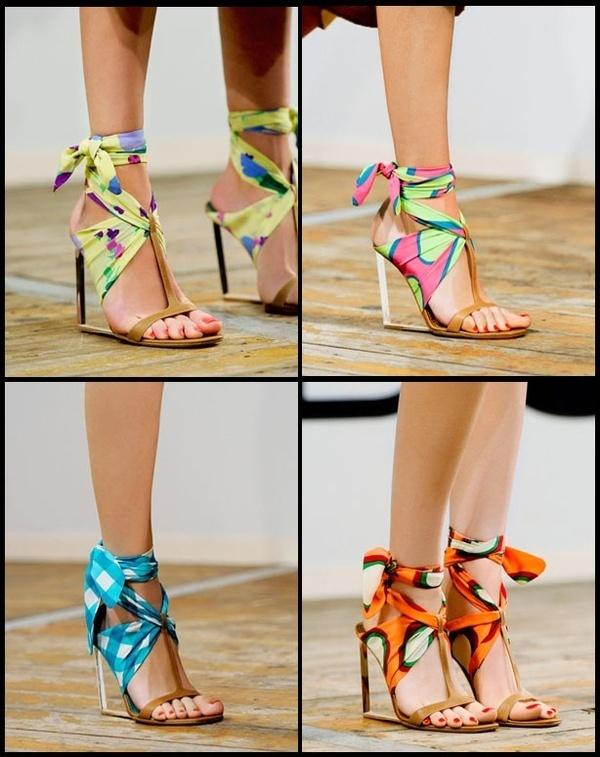 Уникални сандали на ток с шарени текстилни лентички