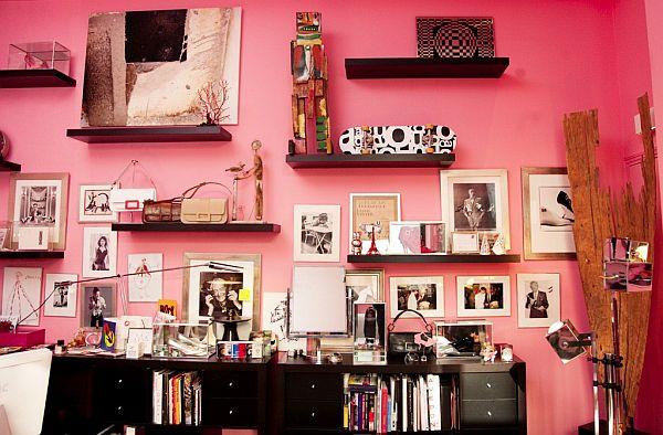 Интериор с розови стени