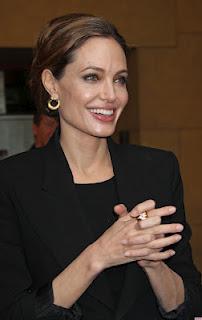 Анджелина Джоли продължава да се занимава неизменно с благотворителност и през 2012